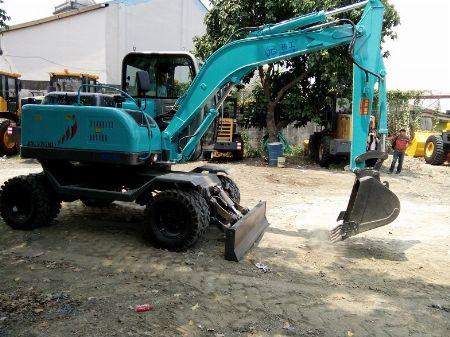 Hydraulic Excavator -- Other Vehicles -- Quezon City, Philippines