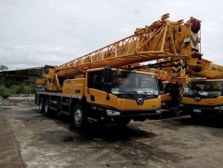 crane -- Other Vehicles -- Quezon City, Philippines