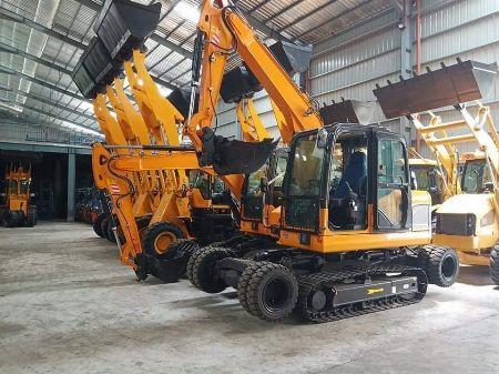 heavy equipments -- Trucks & Buses Batangas City, Philippines