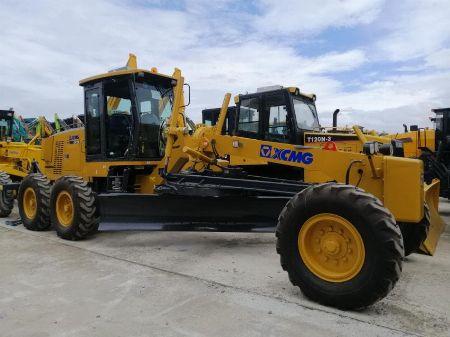 heavy equipments -- Trucks & Buses -- Valenzuela, Philippines