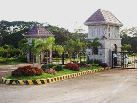COLINAS VERDES RESIDENTIAL ESTATES and COUNTRY CLUB -- Land -- Caloocan, Philippines